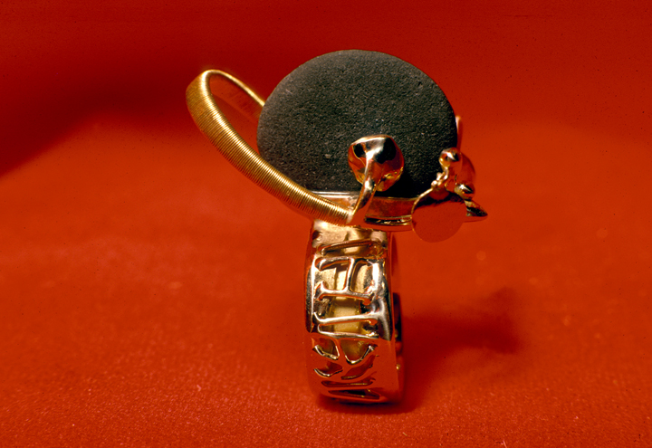 Toza, ring, gold with round beach stones, 1970s