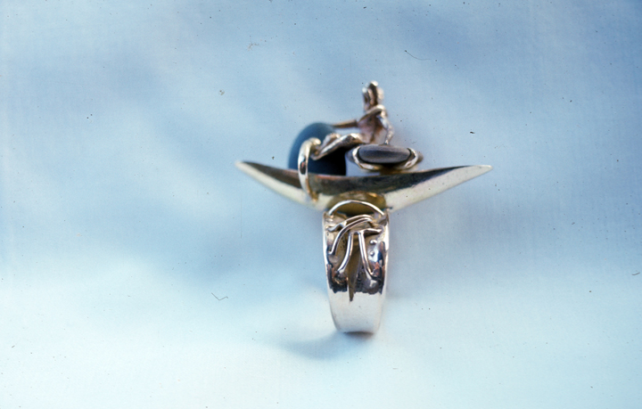 Toza, ring, gold with figures on beach stone, 1960s